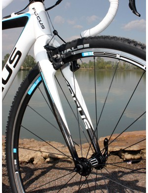 The outstanding Focus Mares carbon 'cross fork is amply stiff around the crown to squelch brake shudder while the subtly tapered legs still provide some flex for comfort