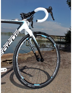 The stock DT Swiss R 1900 alloy clinchers are great for training with their stout build.  Racers will want to quickly snag a set of lighter-weight tubulars, though