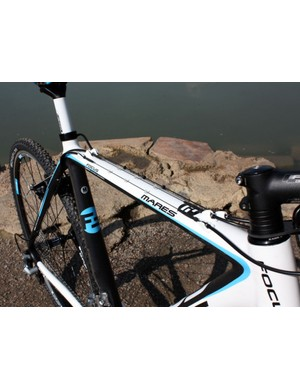 Top tube routed cables help keep the lines running clean in muddy conditions