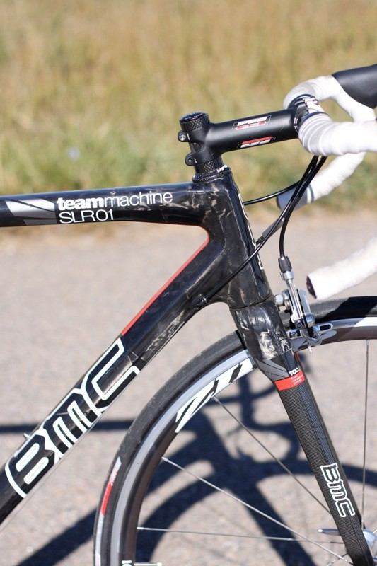 The front end with its tapered head tube provides good steering stiffness