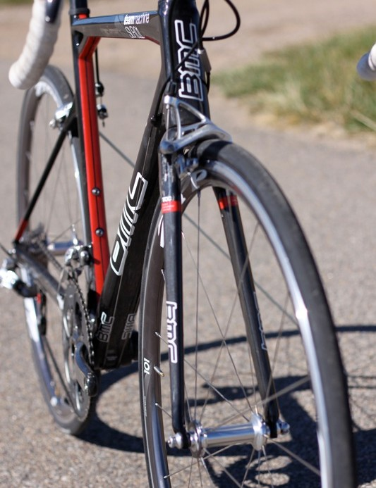 The TCC fork has a wide stance and seems to provide good lateral stiffness