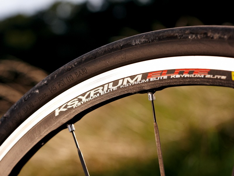 Ksyrium Elite wheels accelerate fast, but aren't as aero as deeper section rollers on other bikes here