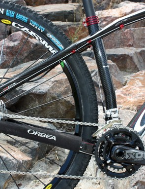 Orbea says the new Alma's 'four point' rear triangle lends more vertical flex than before.  If so, the effect is subtle but nevertheless the Alma 29 is still quite comfy for a hardtail