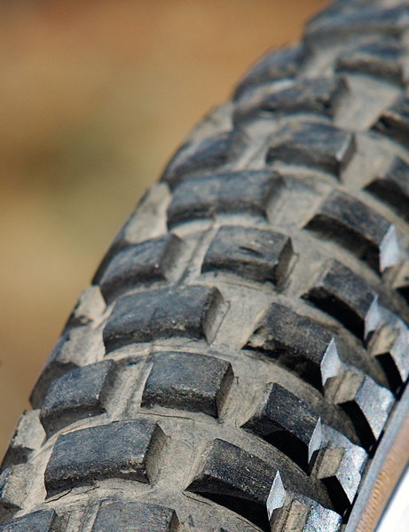 The Stumpjumper boasted an eponymous tyre that capitalised on the know-how already gained from Specialized producing its own line of road tyres. An open block tread pattern paved the way for a long line of imitators