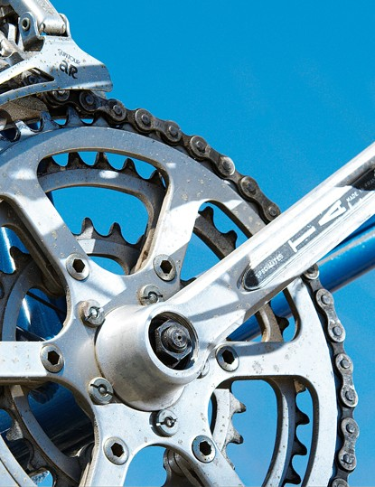 Built for use on touring bikes, the TA Cyclotourist chainset gave the Stumpjumper the gear range it needed for off-road use, but not the durability. Never intended for extended abuse away from tarmac, failures were relatively common