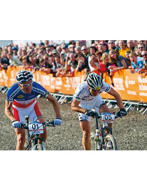 Julien Absalon and Nino Schurter battle it out in front of the crowds at Dalby Forest