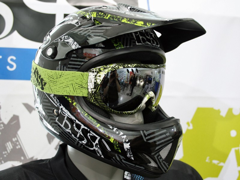iXS Phobos Shred helmet and Combat goggle