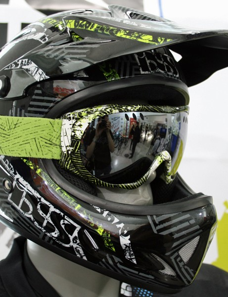 iXS Phobos Shred helmet and Combat goggle