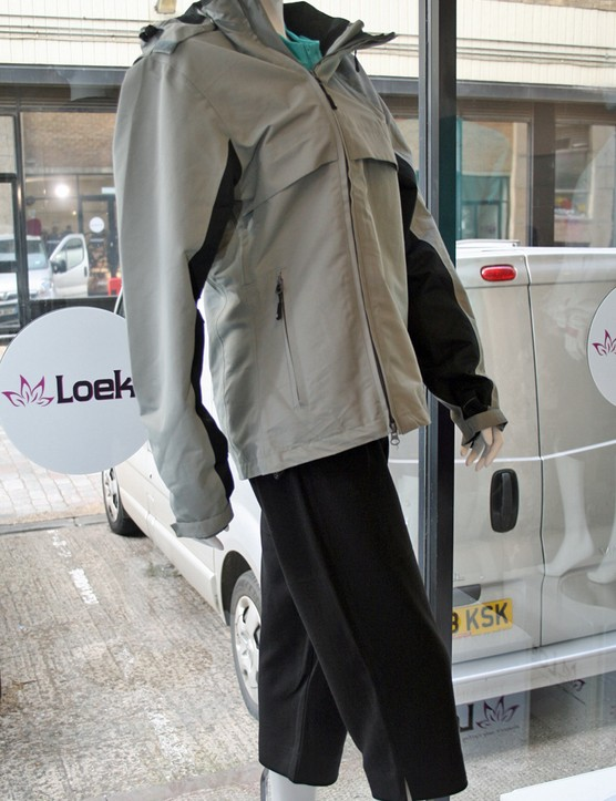 Loeka Schutzen Tech jacket and Zoeker Commuter Capri shorts