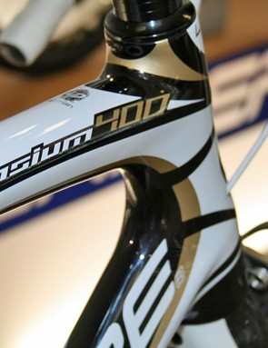 Lapierre's Sensium 400 has a super-stiff monocoque front end, with an elastomer insert and slim stays at the rear for improved comfort
