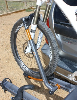 The stout aluminum arm easily swallows even wide 29er tires and is a cinch to operate