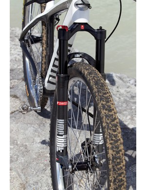 The DT Swiss XMC suspension fork has 100mm of travel