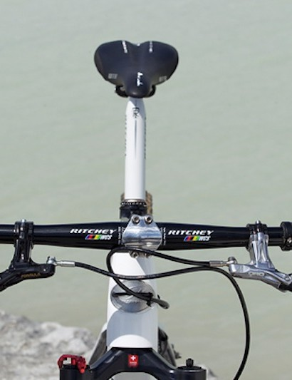 A Formula K24 front brake and Oro Bianco rear brake keep up the black and white theme of the bike