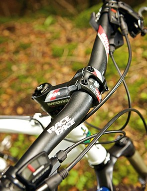 A RaceFace finishing kit upgrade tops off our test bike's spec nicely and still comes in at under £1,000