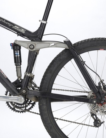 Four bar suspension
