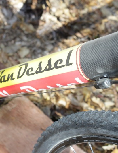 The robust down tube helps the bike's front end stiffness while the front derailleur cable boss offers a cable adjuster