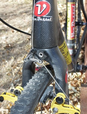 The full alloy tube through the forks crown ensures the integrety of the fork when bolting on a boss