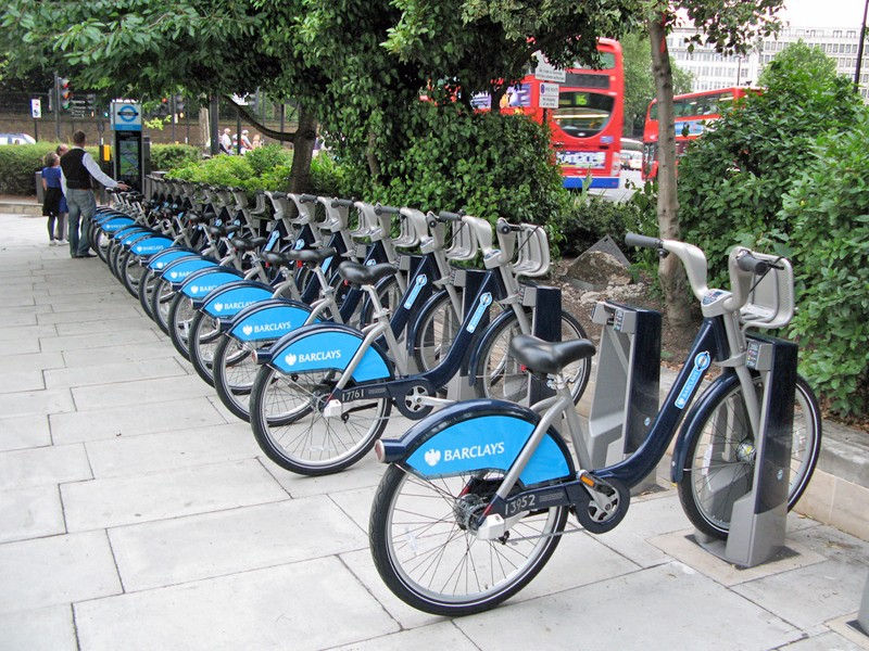 The expanded cycle hire area will cover an additional 20km² and will have 2,700 docking points in it. An additional 1,500 docking points will be added to the existing cycle hire area, which is based in central London