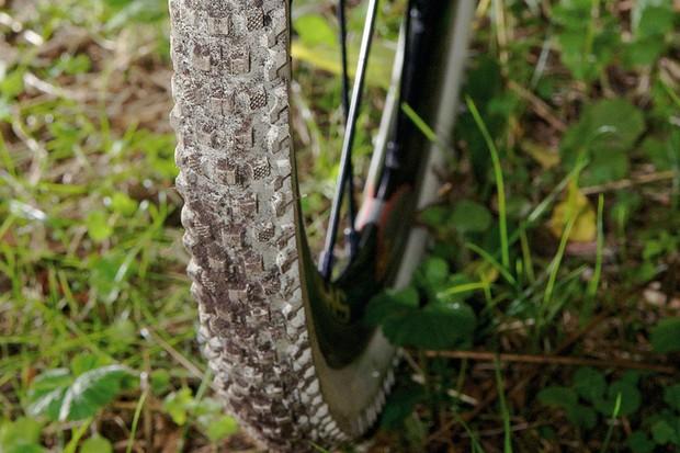 IRD Cross fire tyre