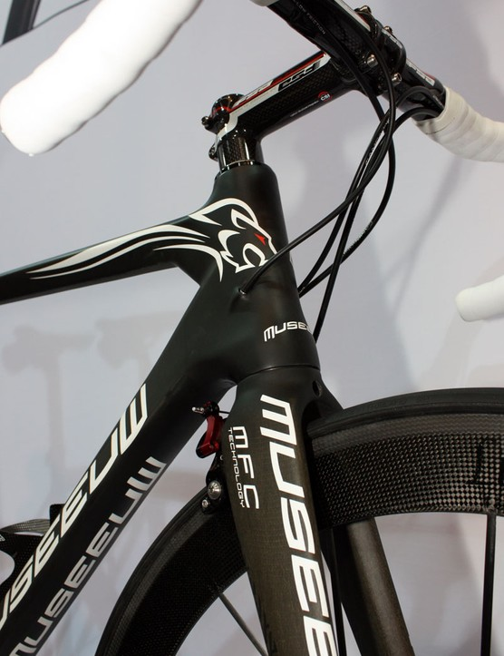 The new Museeuw MF-XX gets a tapered head tube and internal cable routing