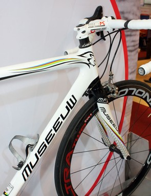 The limited edition Museeuw MF-Lugano bears the UCI rainbow stripes to celebrate Johan Museeuw's 1996 world championship victory