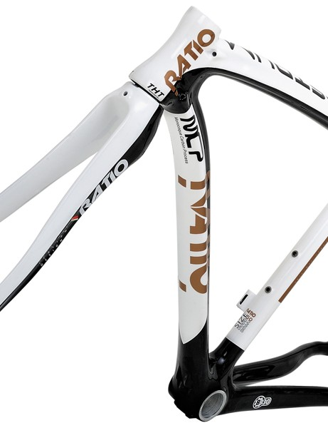 RATIO's Astrum road frame is available in this CSD version with conventional seatpost...