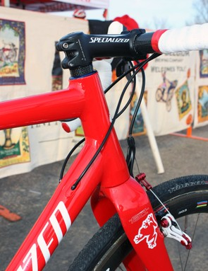 The front end features a tapered 1-1/8 to 1-1/2in steerer plus internal cable routing