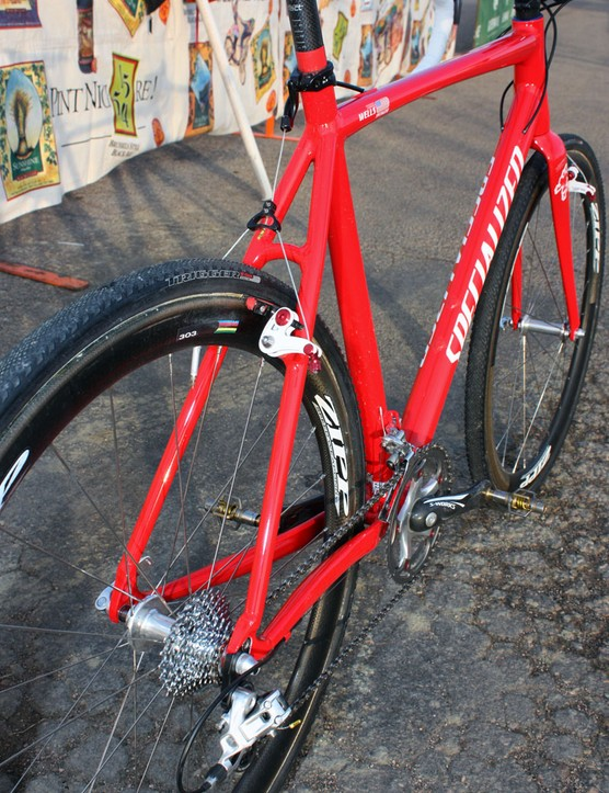The no-nonsense rear end uses essentially straight seatstays