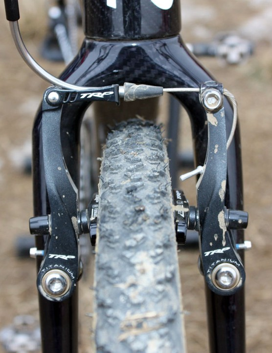 The oversized lower steerer tube allows for a bigger crown and more widely spaced fork legs for gobs of mud clearance