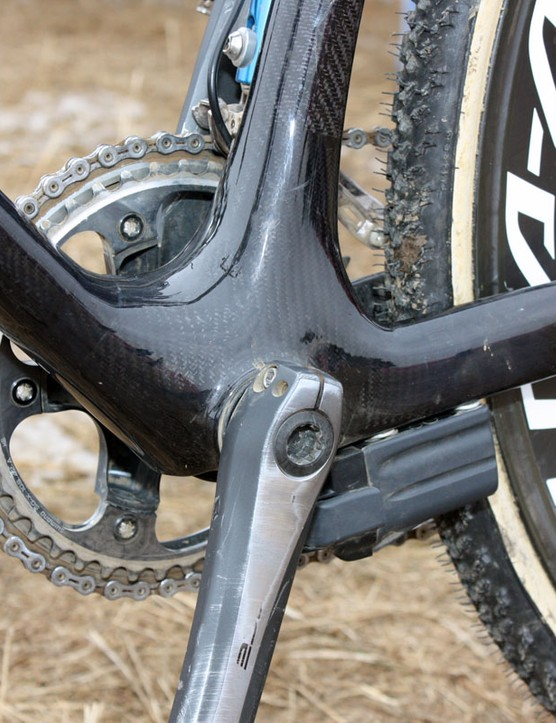 The offset down tube creates a handy exit point for the internally routed derailleur lines just below the bottom bracket shell's press-fit cups