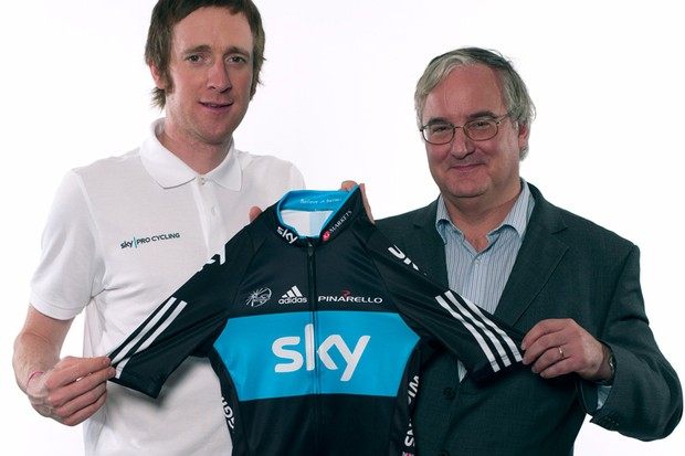 Bradley Wiggins and IG Group CEO Tim Howkins hold a Team Sky jersey to promote next Friday's Square Mile Challenge
