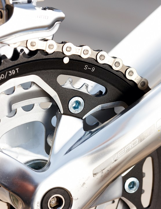 The triple road chainset means it's got the gears to cope with steep hills and solid weight