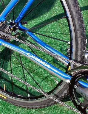 Medium-sized stays make for a neither too-stiff nor too-soft ride quality and drivetrain response