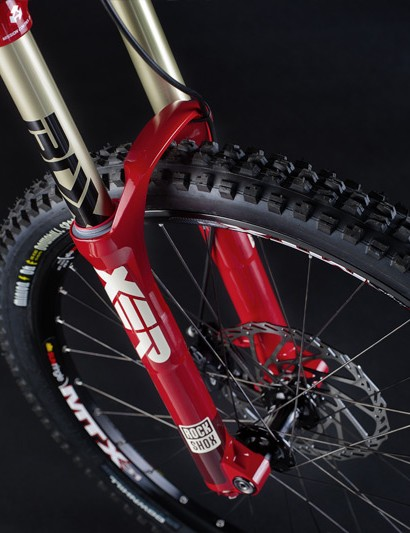 A RockShox Boxxer R2C2 is fitted up front