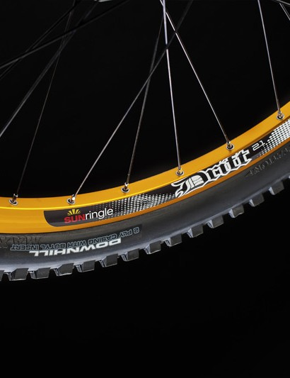 SUNringlé provide the Drift 2.1 wheels, which are shod with Maxxis Minion tyres