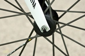 The fork has a particularly interesting and innovative feature: the dropouts can be removed and rotated. This enables you to create either a trail figure of 39mm or 44mm