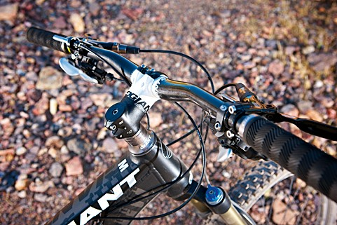 Giant have excelled with the headset design – on-the-mark angles, bar and stem lengths make for confident high-speed riding