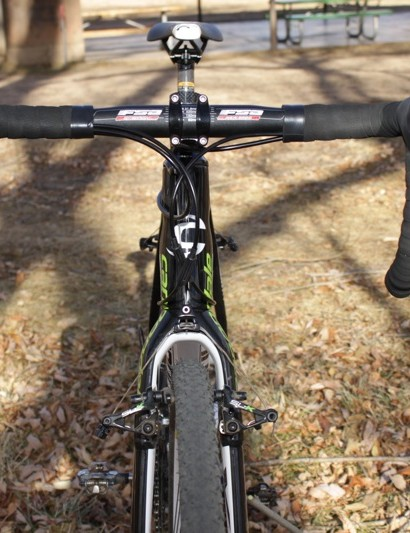 We were very happy with the FSA Energy handlebars, both in terms of shape and performance