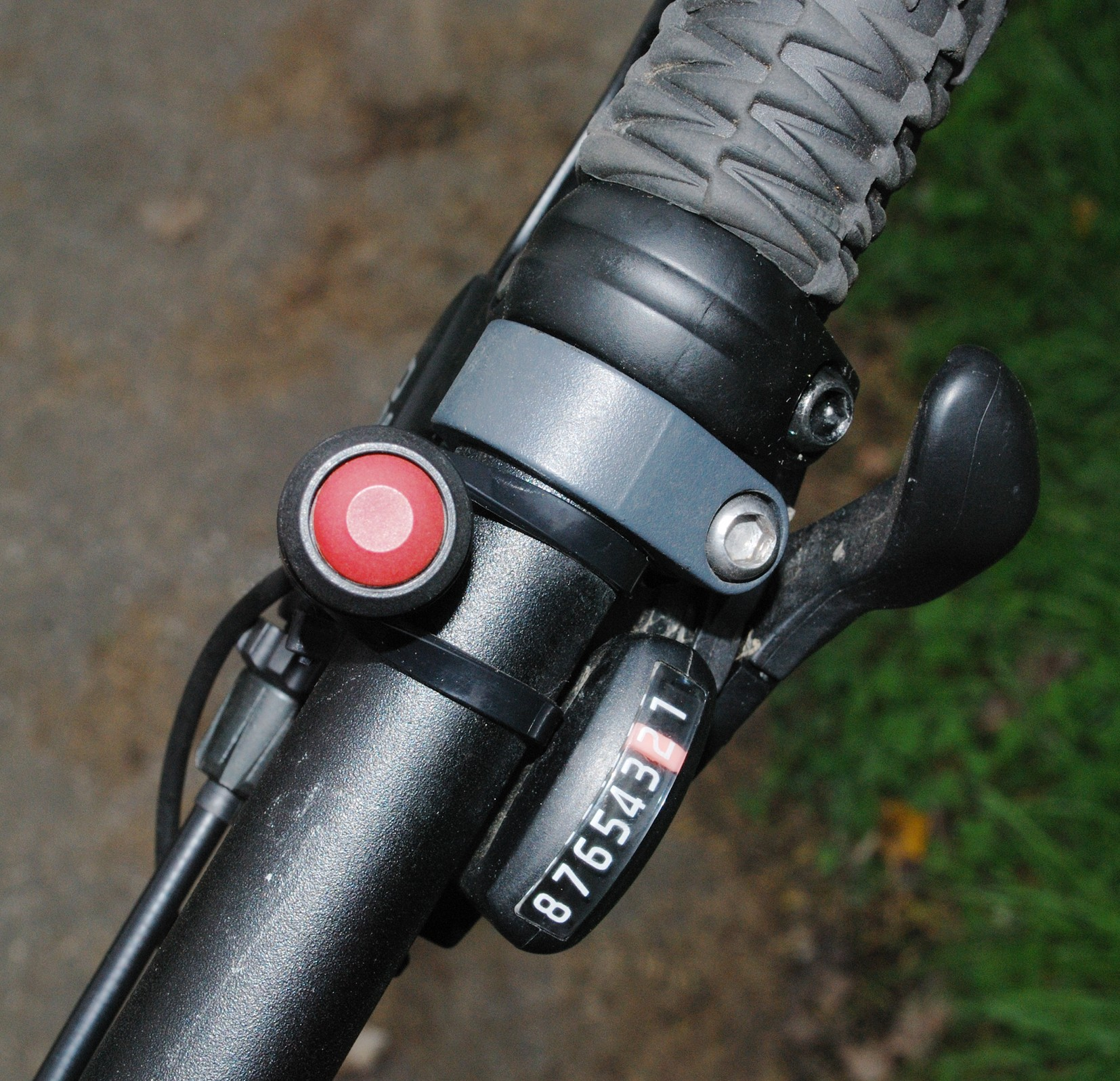 The Gruber is controlled by a simple on off button but it can also be used to set motor speed