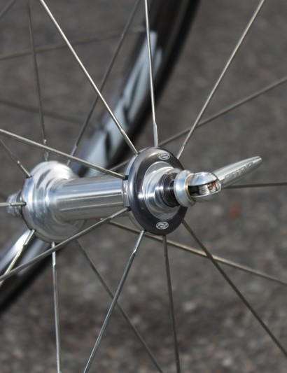 Zipp's 88 front hub and minimalist skewer