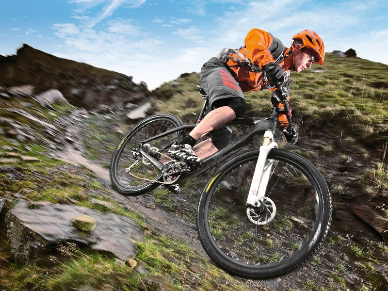 The carbon frame gives a smooth, impact- and trail chatter-soaking ride
