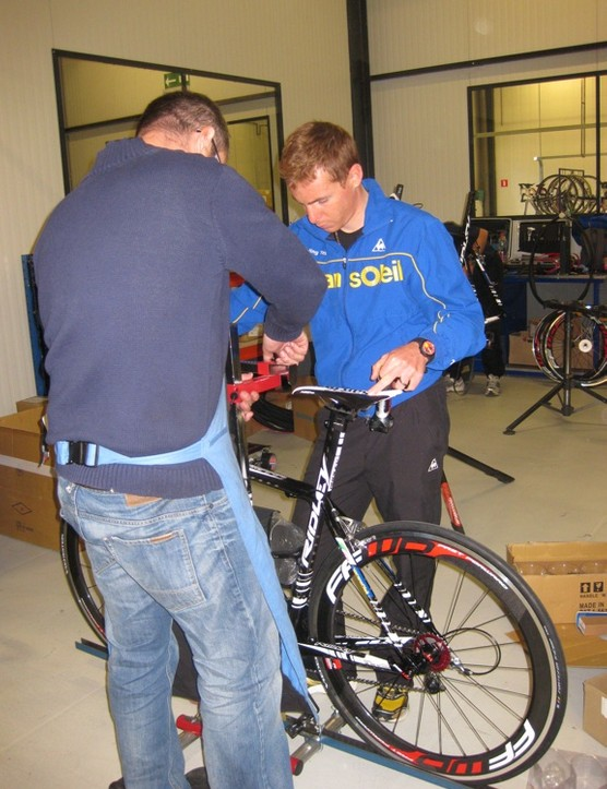 Riccardo Ricco dials in the fit of his new Ridley Helium