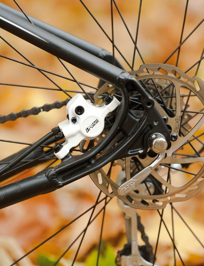 Tektro hydraulic disc brakes mean consistent and controllable braking in all weathers – essential on a bike that naturally encourages you to take