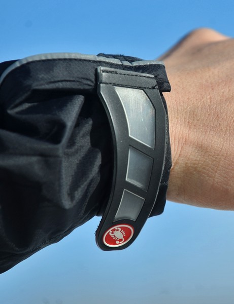 Velcro cuffs can be quickly adjusted for riding with various gloves