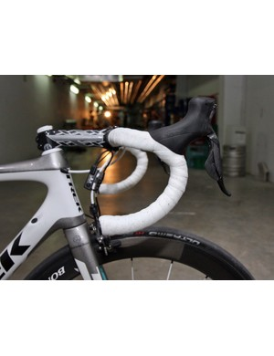 Andy Schleck (Leopard Trek) runs the Dura-Ace Di2 levers high on his Bontrager Race Lite VR bar with the reach shortened up a bit so he can still brake easily from the drops