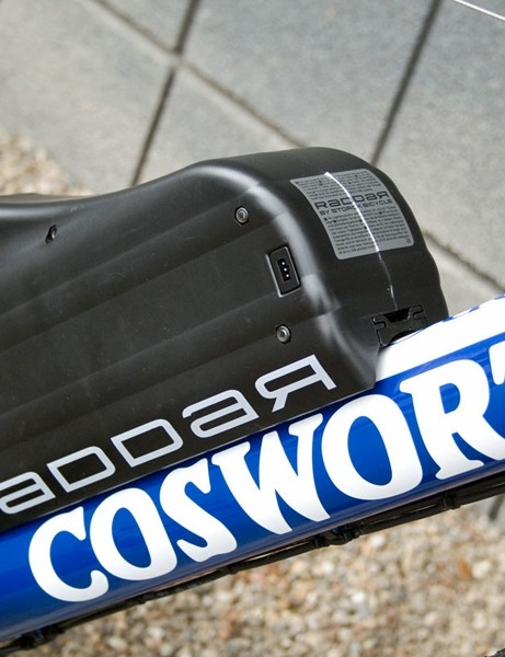 The bulky battery fixes to standard bottle cage bosses on the down tube