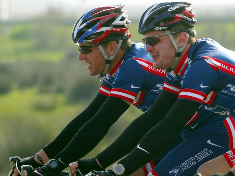Lance Armstrong rides with his teammate Floyd Landis during the 2004 Tour of Algarve