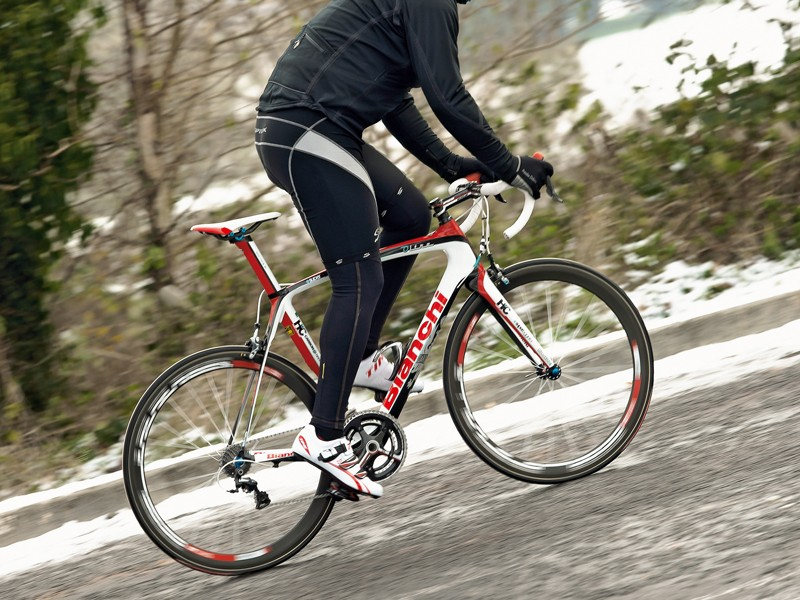 The combination of its sub-kilo frame and DT wheelset means the Oltre accelerates instantly
