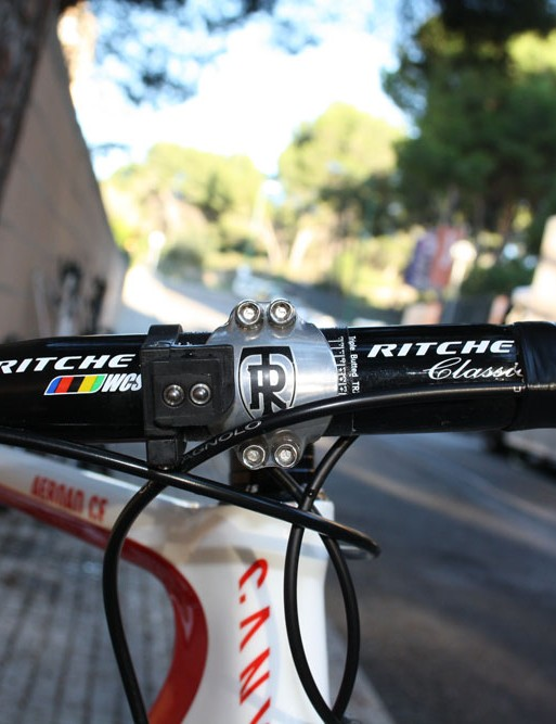 Like many pro riders, Philippe Gilbert (Omega-Pharma Lotto) opts for a fully aluminum cockpit.
