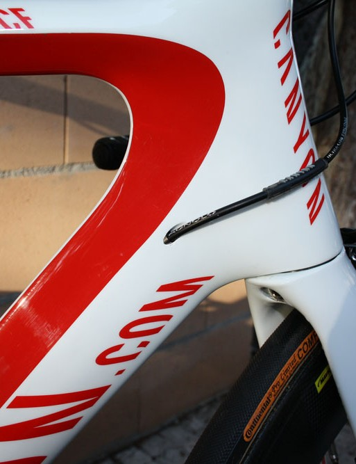 Canyon fits its latest Aeroad CF frame with internal routing throughout.